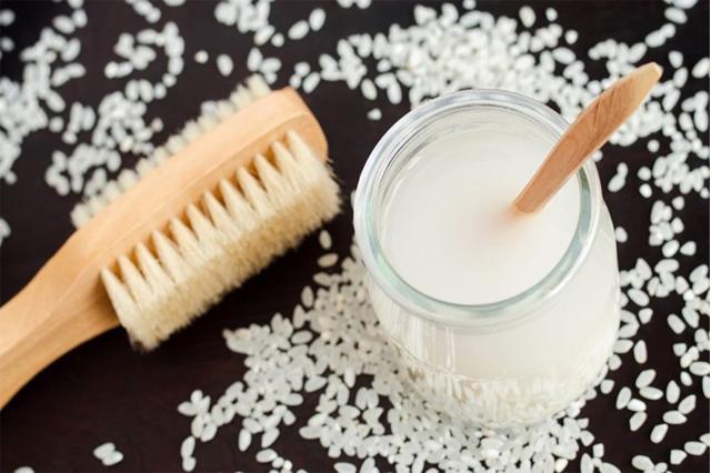 Rửa mặt bằng nước vo gạo trị mụn trên da