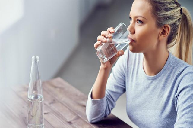 Uống nhiều nước lọc giúp thải độc các tế bào ra ngoài cơ thể tốt hơn
