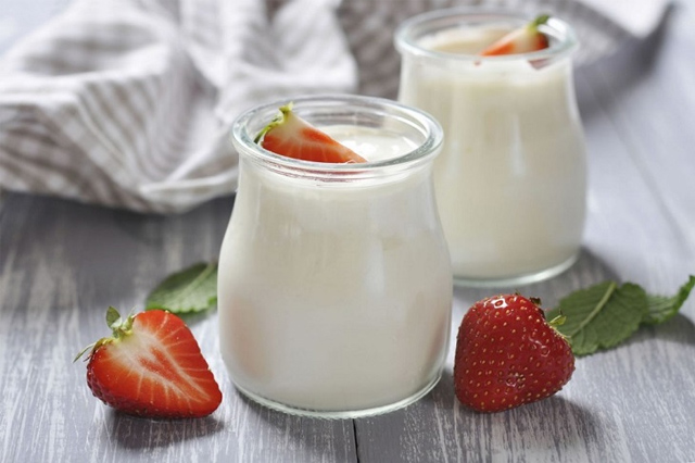 Ăn trực tiếp sẽ không làm mất đi lợi ích của các men vi sinh trong sữa chua