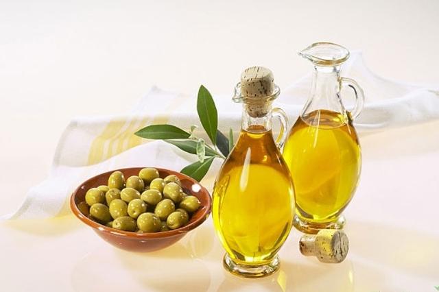 Dầu Oliu được xem là vị vua của thực phẩm giàu chất béo tốt cho giảm cân