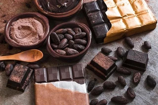 Socola đen là một trong những loại thực phẩm giàu chất béo tốt cho giảm cân