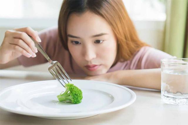 Dinh dưỡng kém khiến ngực thiếu dưỡng chất và chảy xệ