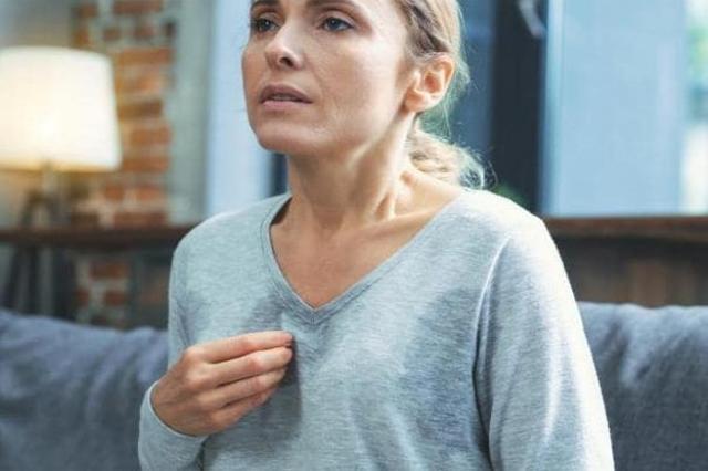 Nguyên nhân ngực chảy xệ ở người trung niên