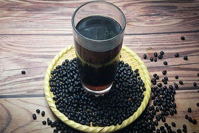 Cách chế thức uống giảm béo nhanh từ đậu đen