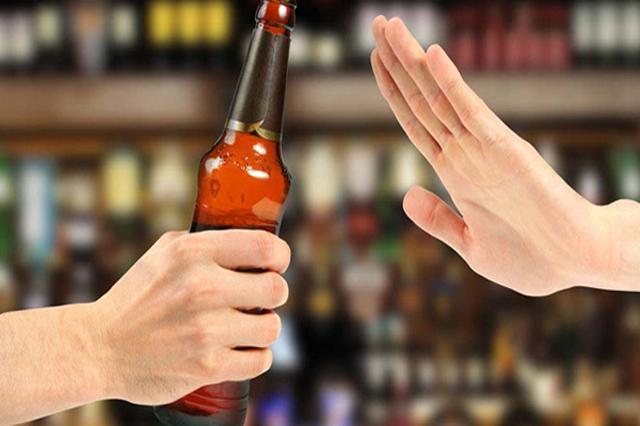 Người bệnh cần ngưng sử dụng các loại rượu bia