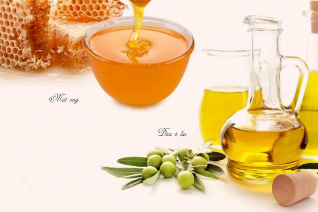 Massage ngực bằng mật ong kết hợp với dầu oliu